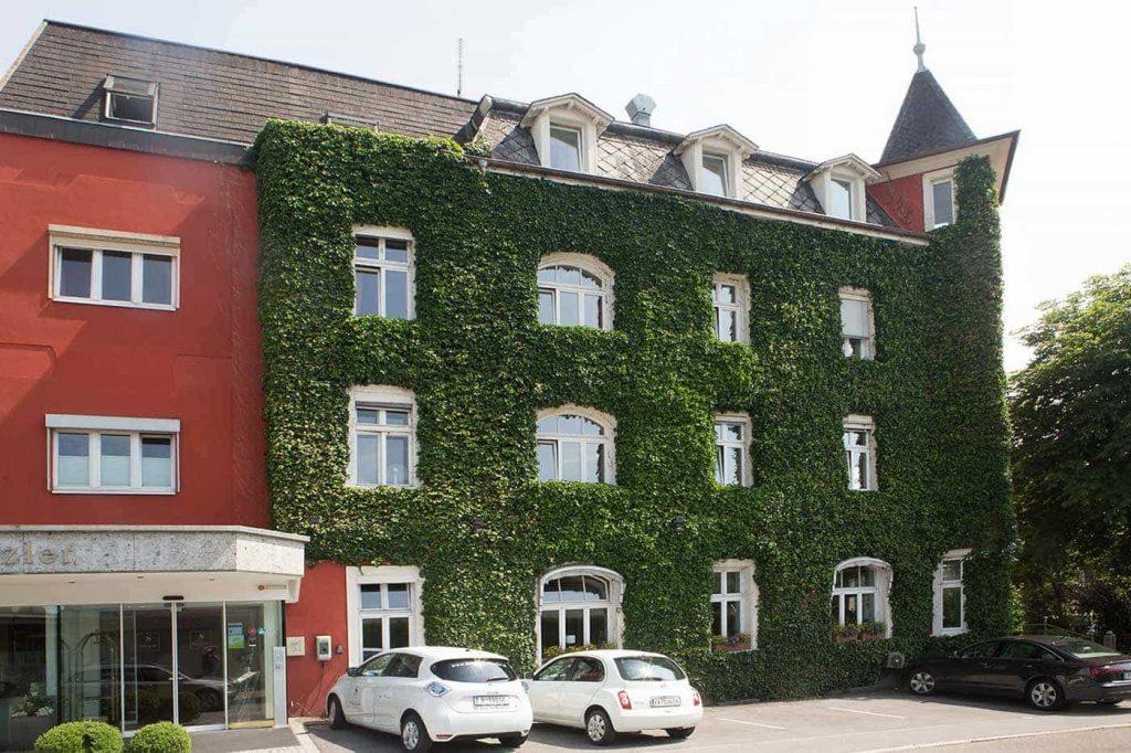 Amber Hotel Fassadenbegrün - Conrad Amber